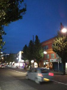 平成30年11月16日 夜のとちの木通りです。
