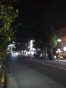 平成30年11月20日 夜のとちの木通りです