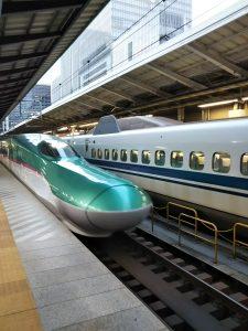 走り出す新幹線