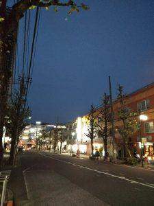 平成30年11月26日 夜のとちの木通りです