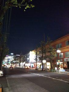 平成30年11月30日 夜のとちの木通りです