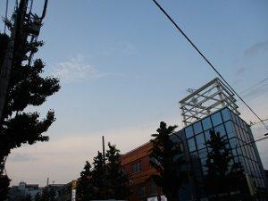 令和元年5月13日 夜のとちの木通りです