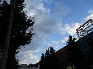 令和元年7月27日 夜のルームズバー上空です
