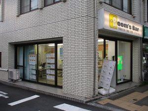令和元年8月24日 夜のRoom's Bar店頭です。