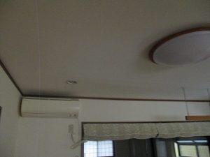 天井にも雨漏りのシミなどがないか。。。