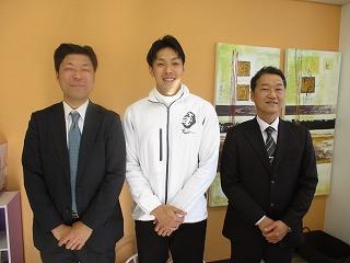 東京八王子ビートイレインズの夏選手と記念撮影