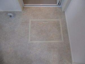 これは床下の点検口(床下収納庫が収納されている場合もあり)