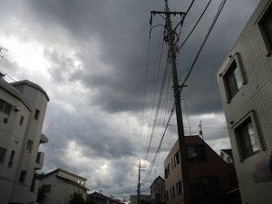 西の空はどんより黒い雲が。。。