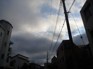 西の空にまた黒い雲が。。。