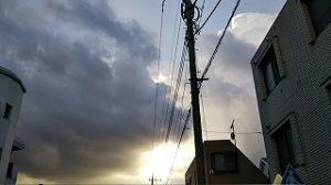 西の空に怪しい雲が。。。