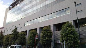 八王子駅南口駅前のサザンスカイタワー前では。。。