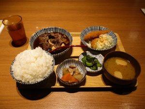 肉豆腐定食(黒)ごはん大盛り