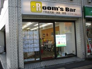 2021年7月24日夕方のRoom's Bar店頭です